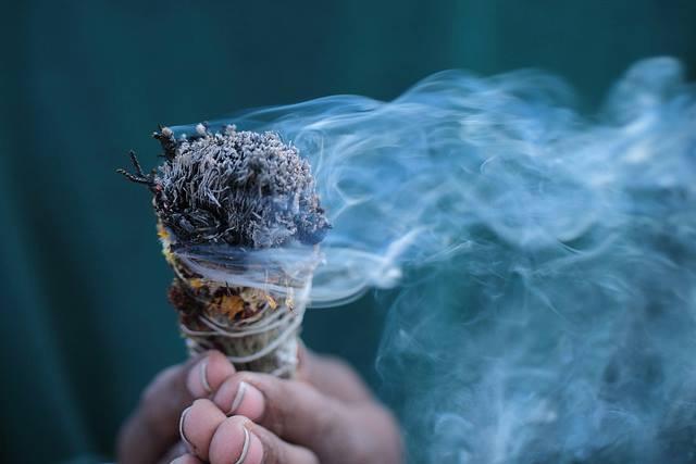 fumee de sauge nettoyage énergétique