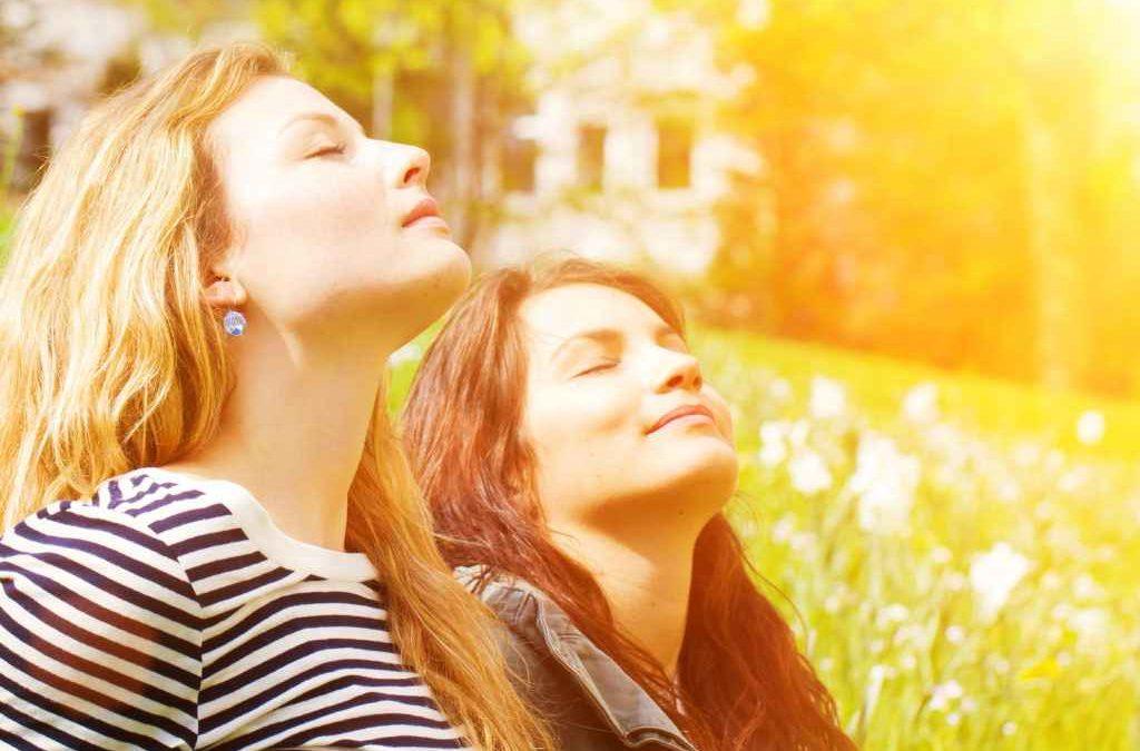 Mettez-vous au soleil au moins 15 minutes par jour pour recharger vos batteries !