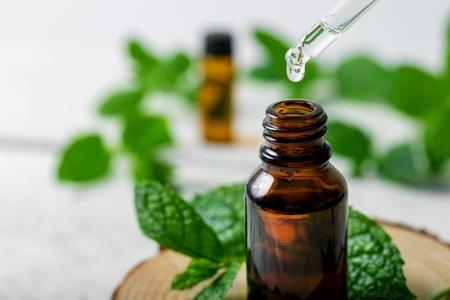huile essentielle de menthe poivrée pour soulager le syndrome prémenstruel